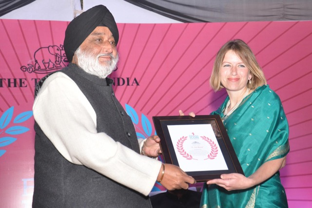 Jodie with Brand Icon award